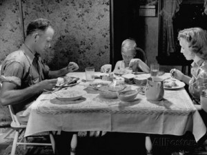 hansel-mieth-unemployed-family-around-the-dinner-table